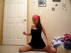 Brunette teen BootyShake