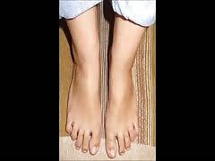Tinoula and Peny move their sexy feet