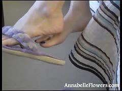 Sweet milf Annabelle Flowers demonstrates her soles in the close-up