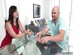 Black-haired mom with fat ass want to swallow his dick